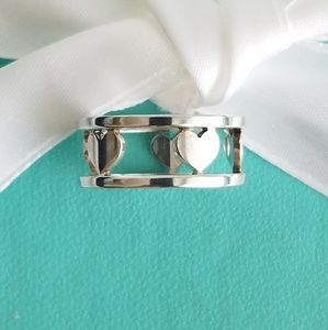 Hearts cutout ring